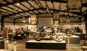 retail-lighting-mirror-display