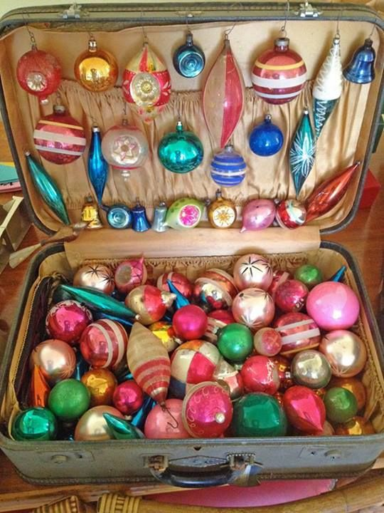 suitcase-ornament-display