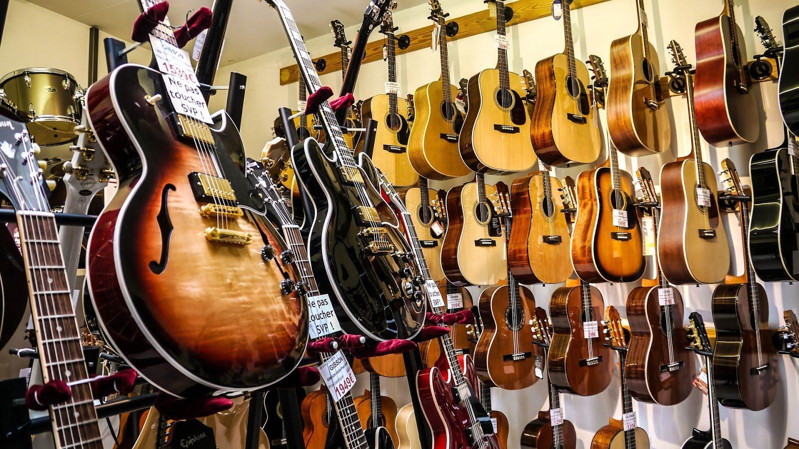 guitar-1586130_1920