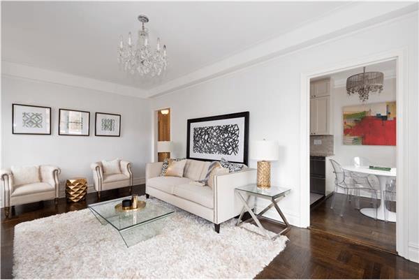 top 18 home staging tips for realtors. Black Bedroom Furniture Sets. Home Design Ideas