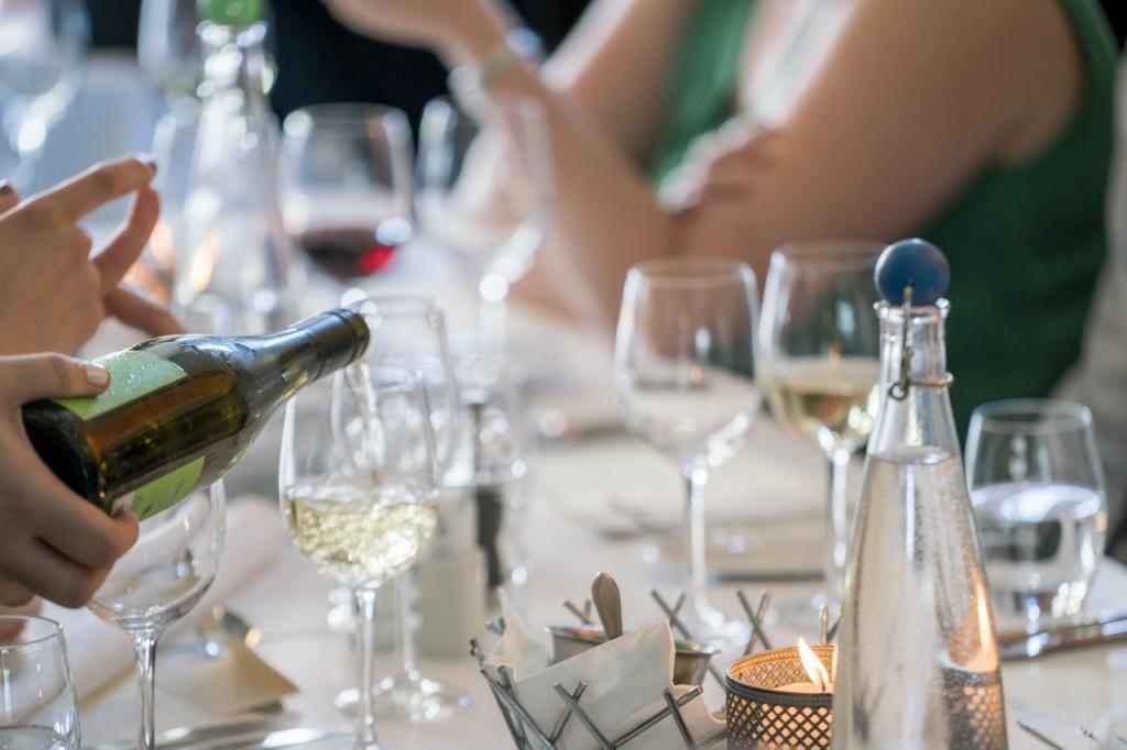 restaurant management - alcohol is a big profit center