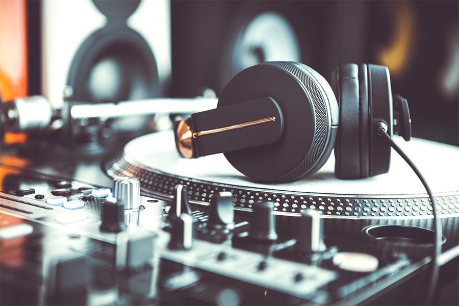 DJ Insurance: Cost, Coverage & Providers