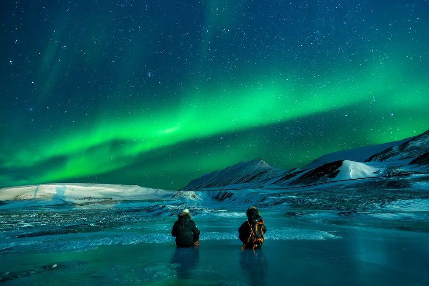 2 people watching the northern lights