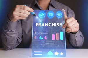 businessman creating a concept of FRANCHISE