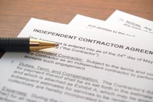 independent contractor agreement form with pen