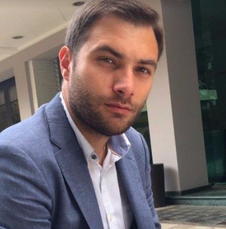 headshot of Alexander Shum, Managing Director, CardPay