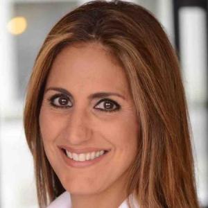 Noemi Bitterman, Licensed Real Estate Salesperson of Warburg Realty