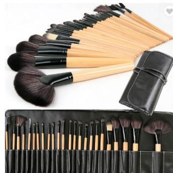 24 Piece Professional Cosmetic Brush Set