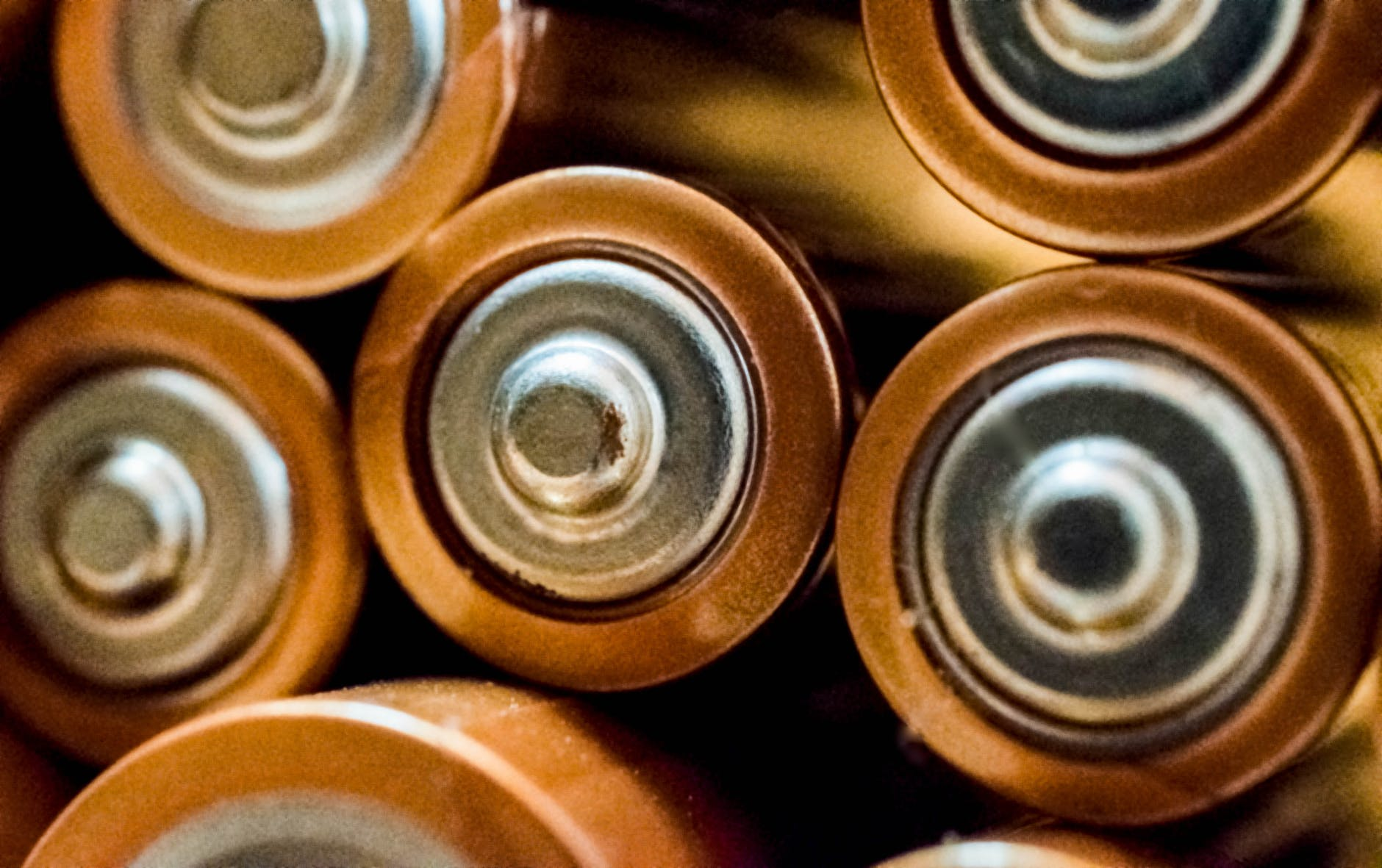 a close-up of the head of a AA battery