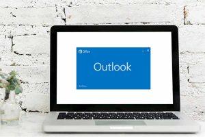 Starting Outlook App on laptop