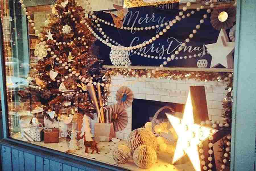 25 Creative Christmas Display Ideas Examples
