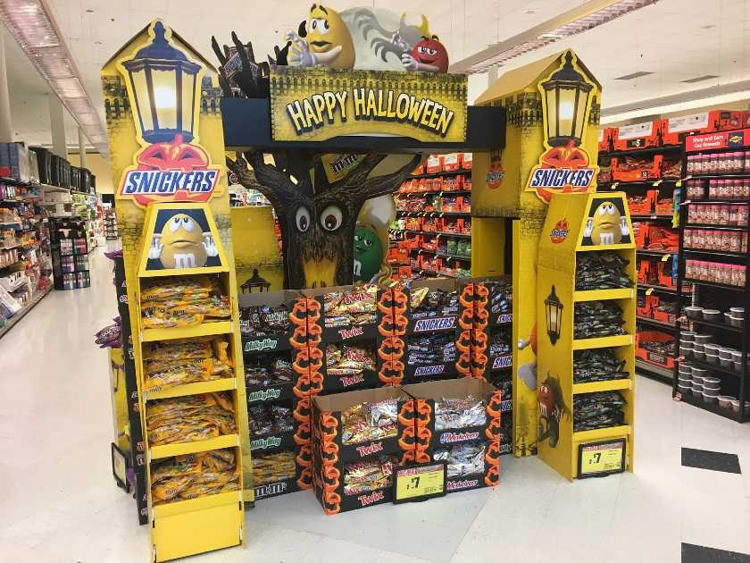 Grocery Halloween Display