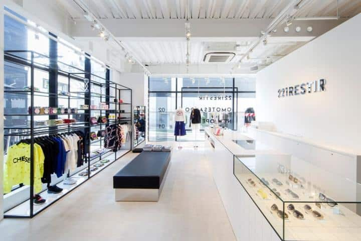Screenshot of dress store