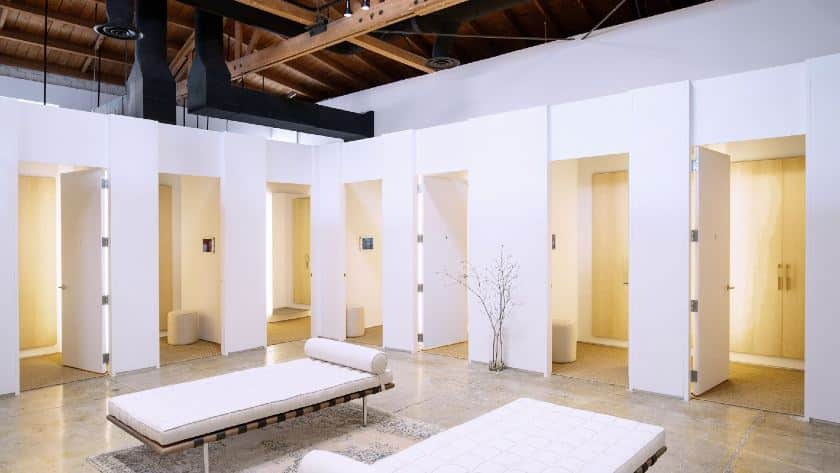 Screenshot of Bright White Fitting Rooms
