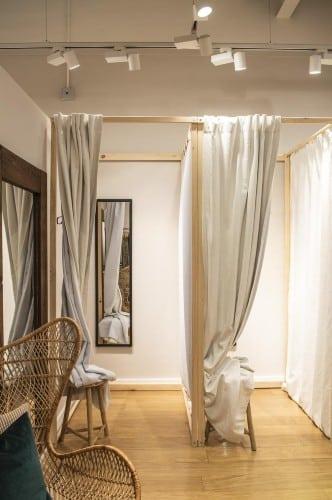 Screenshot of Curtain Doors Fitting Room