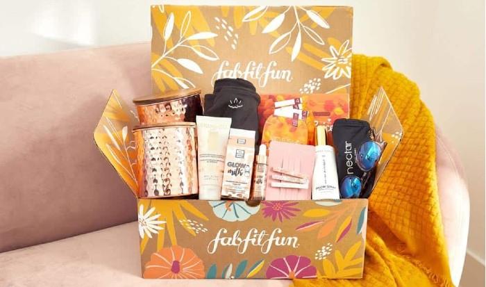 FabFitFun seasonal fully custom packaging